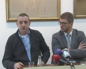 Kurir: Metalnom šipkom napadnut odbornik BDZ Šerif Marukić